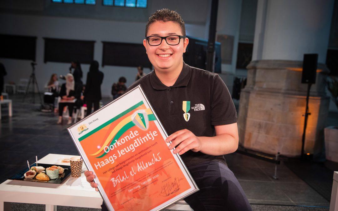 Bilal heeft het Haags jeugdlintje ontvangen